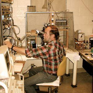 Paul Quinton in laboratorio