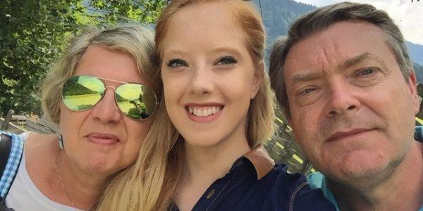 Aurora con genitori